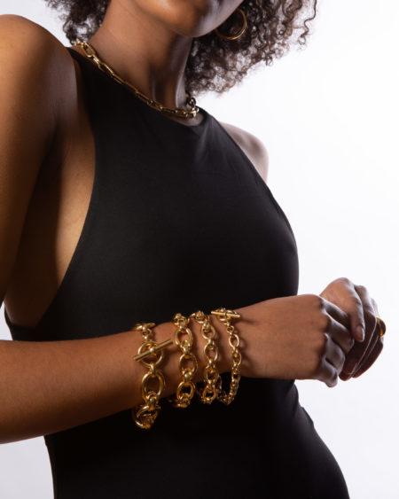 Small Gold Interlock Linked Bracelet